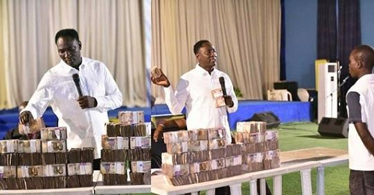 Pastor Shares N30Million To Church Members To Celebrate Christmas (Photos)