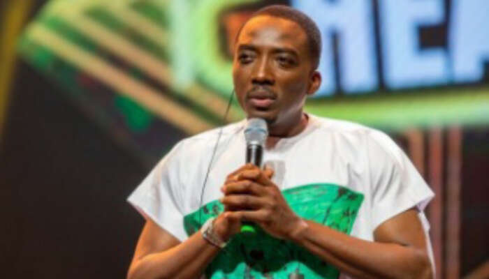 Bovi Wears T-shirt With 'Bloodstained' Nigerian Flag At The Headies In Remembrance Of Lekki Massacre Victims
