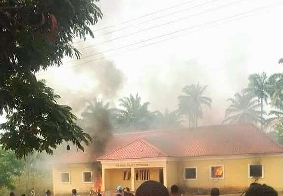 Angry Youths Burn Down Police Station In Imo State After A Police Officer Allegedly Killed Two Siblings (Video)